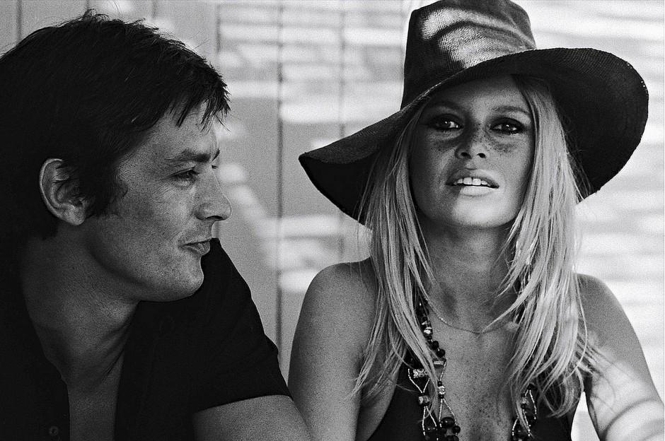 Brigitte Bardot with Alain Delon **nb 9979**